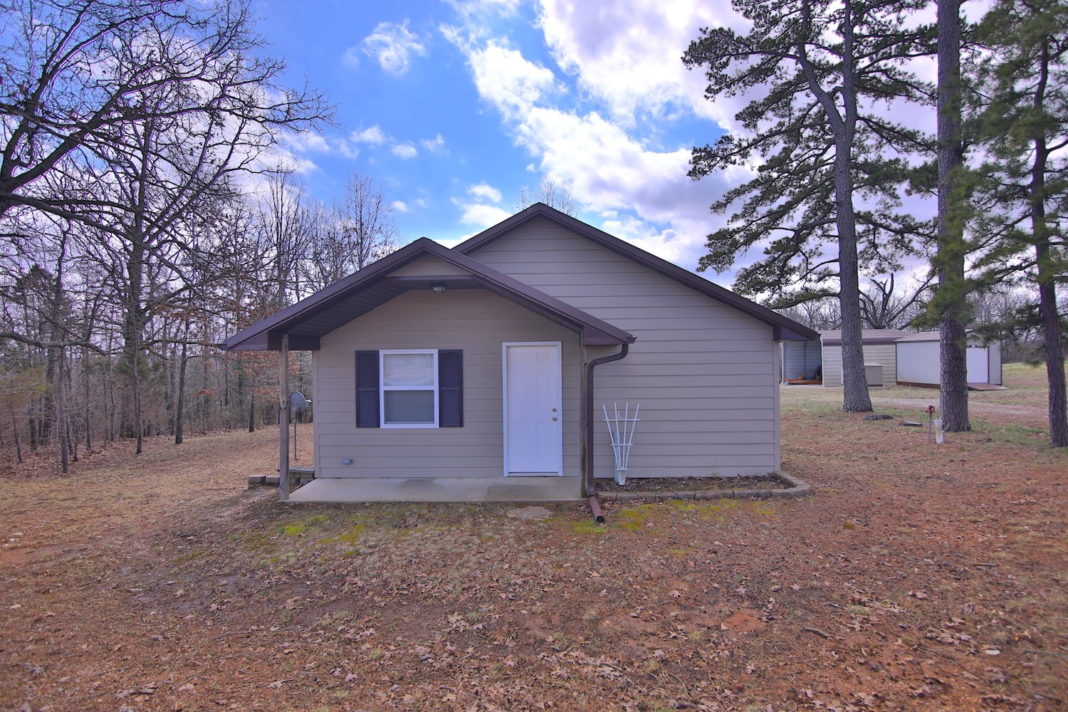 Cabin / Cottage With Acreage For Sale Near Thayer, Missouri