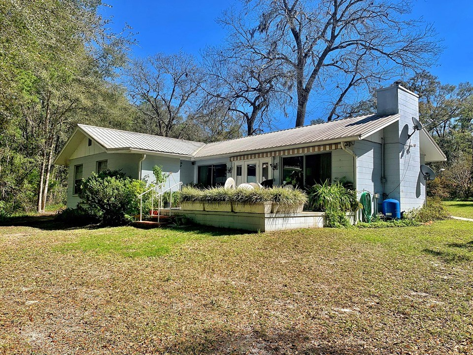 SUWANNEE RIVER CANAL FRONT HOME - Fanning Springs, Florida