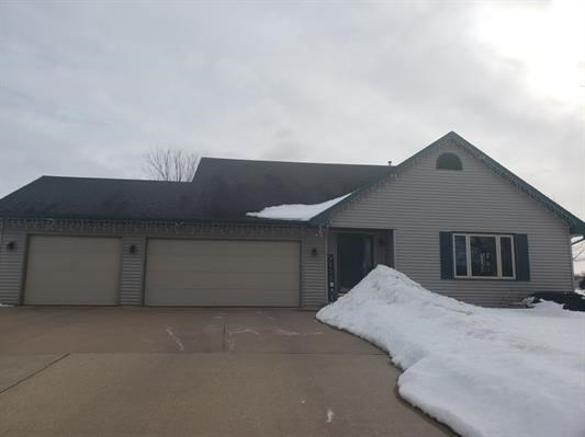 Home for Sale in Omro, WI - Winnebago County