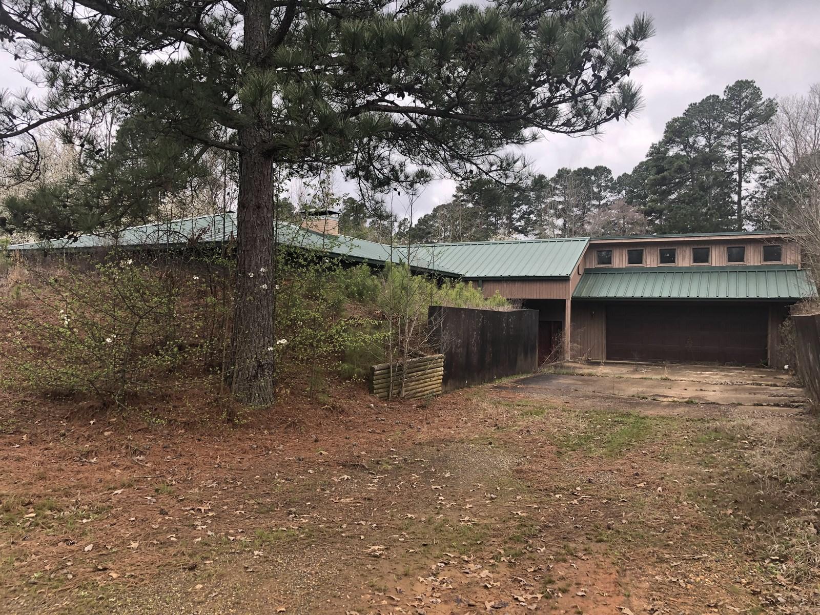 Large Home with acreage for sale in Arkadelphia, Arkansas