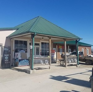 COUNTRY STORE FOR SALE ON HIGHWAY 136 IN UNIONVILLE, MO