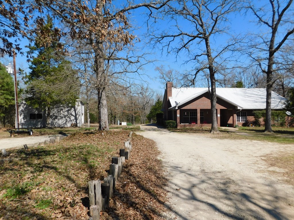 COUNTRY LIVING ON 4.9 ACRES NEAR ATHENS, TYLER & AREA LAKES!
