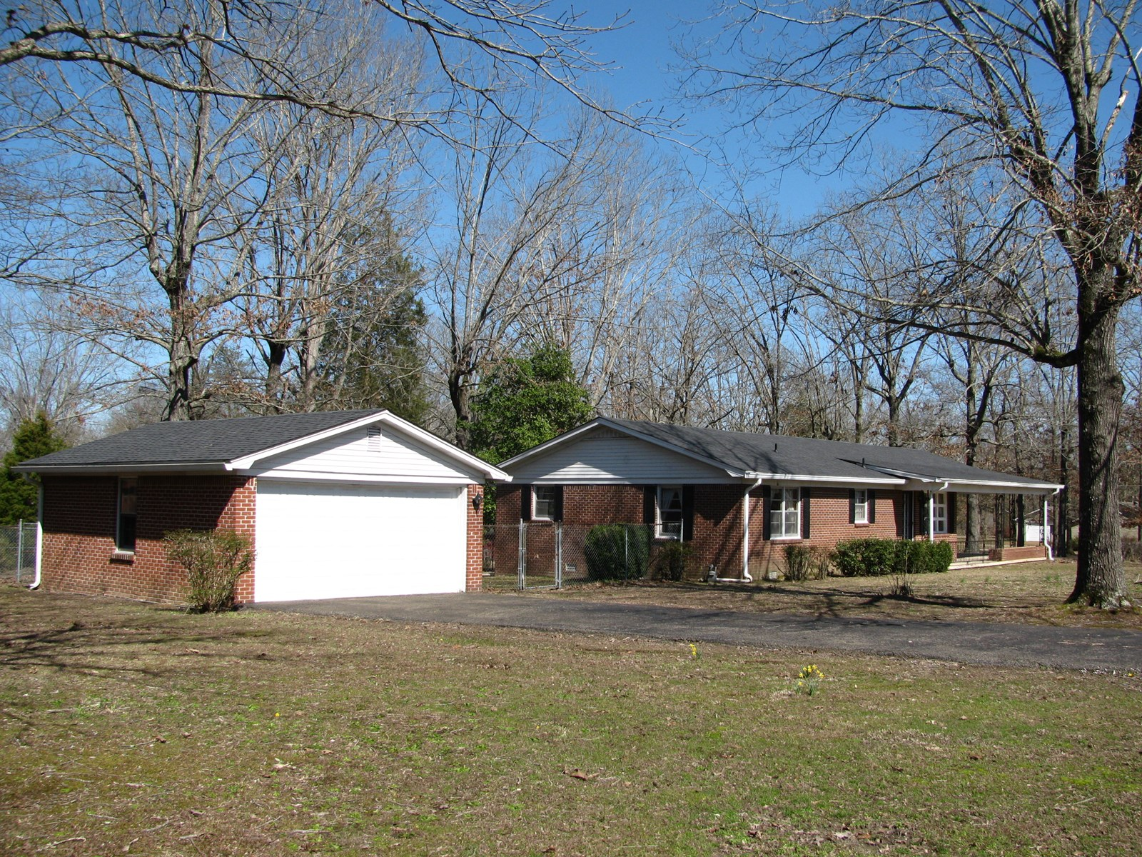 BRICK HOME IN HARDIN COUNTY, TN FOR SALE. HOME IN TOWN