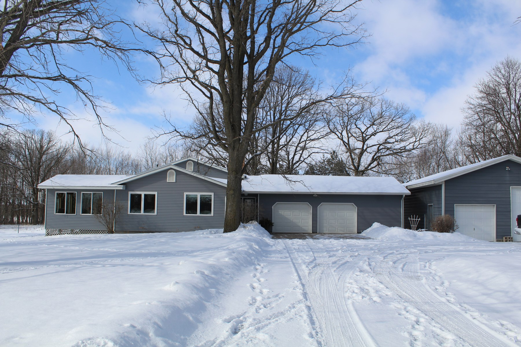 3 BR Country Home on 5 acres with Outbuilding -Mille Lacs Co