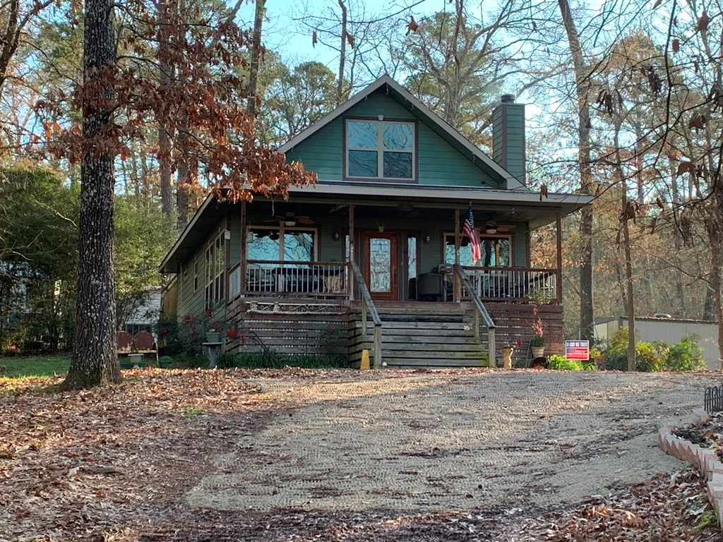 EAST TEXAS WATERFRONT HOME FOR SALE ON PRIVATE LAKE
