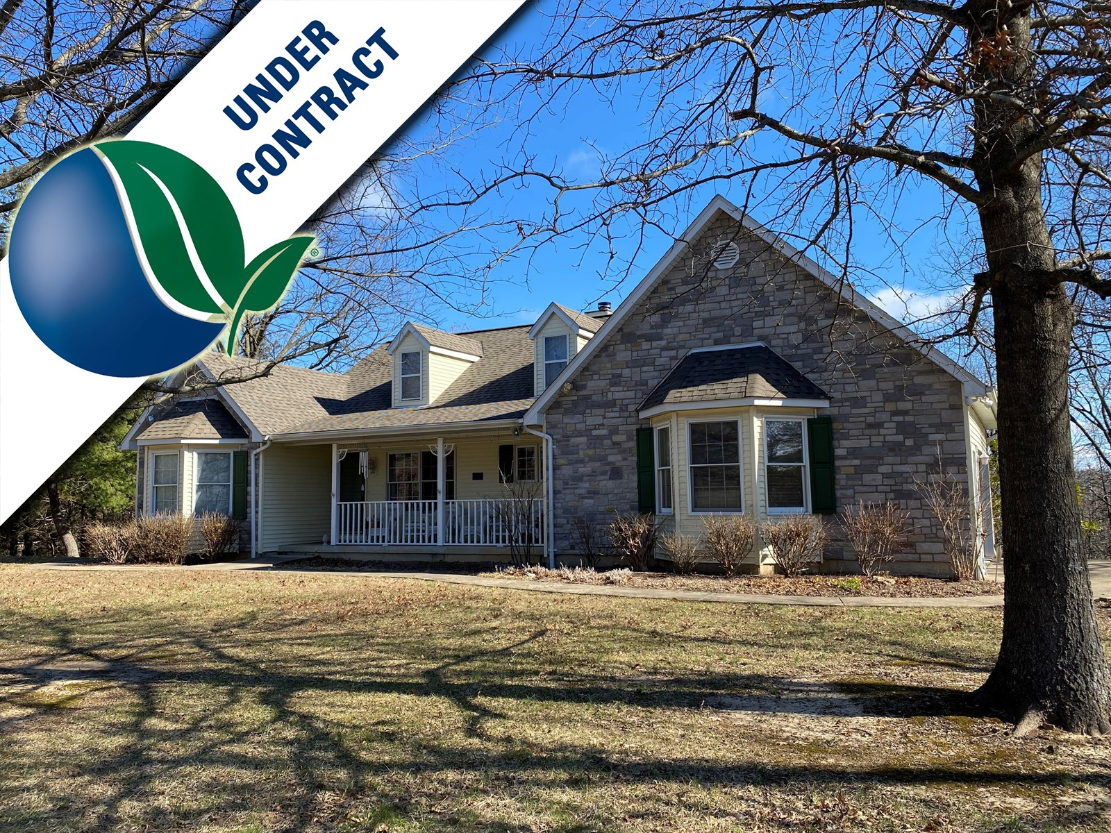 Beautiful 3 bedroom Country Home with acreage in Hermann!