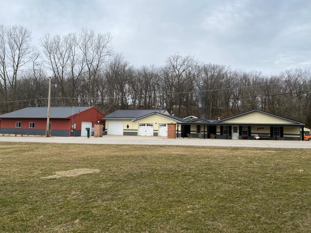 Acreage with Pond & Remodeled Home For Sale in Keokuk IA,