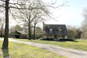 70 EAST TX ACRES - POULTRY FARM - COUNTRY HOME - GILMER, TX