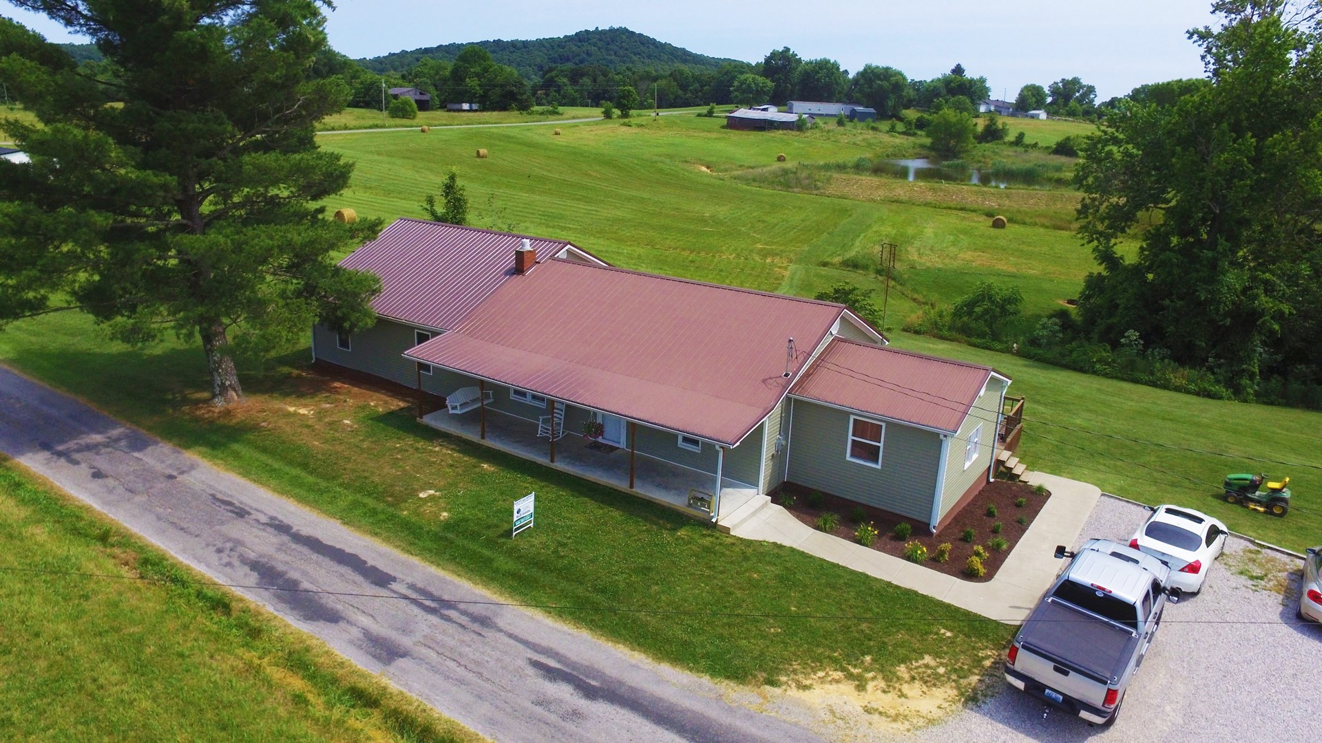 COUNTRY HOME WITH LARGE GARAGE/POND/BARN/PASTURE-LIBERTY, KY