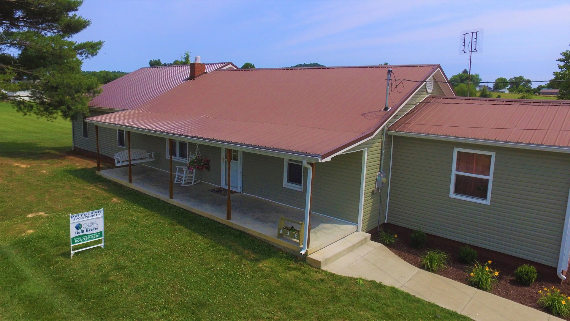 4 BEDROOM HOME-GARAGE-ADDITIONAL AC. AVAIL. - LIBERTY , KY.