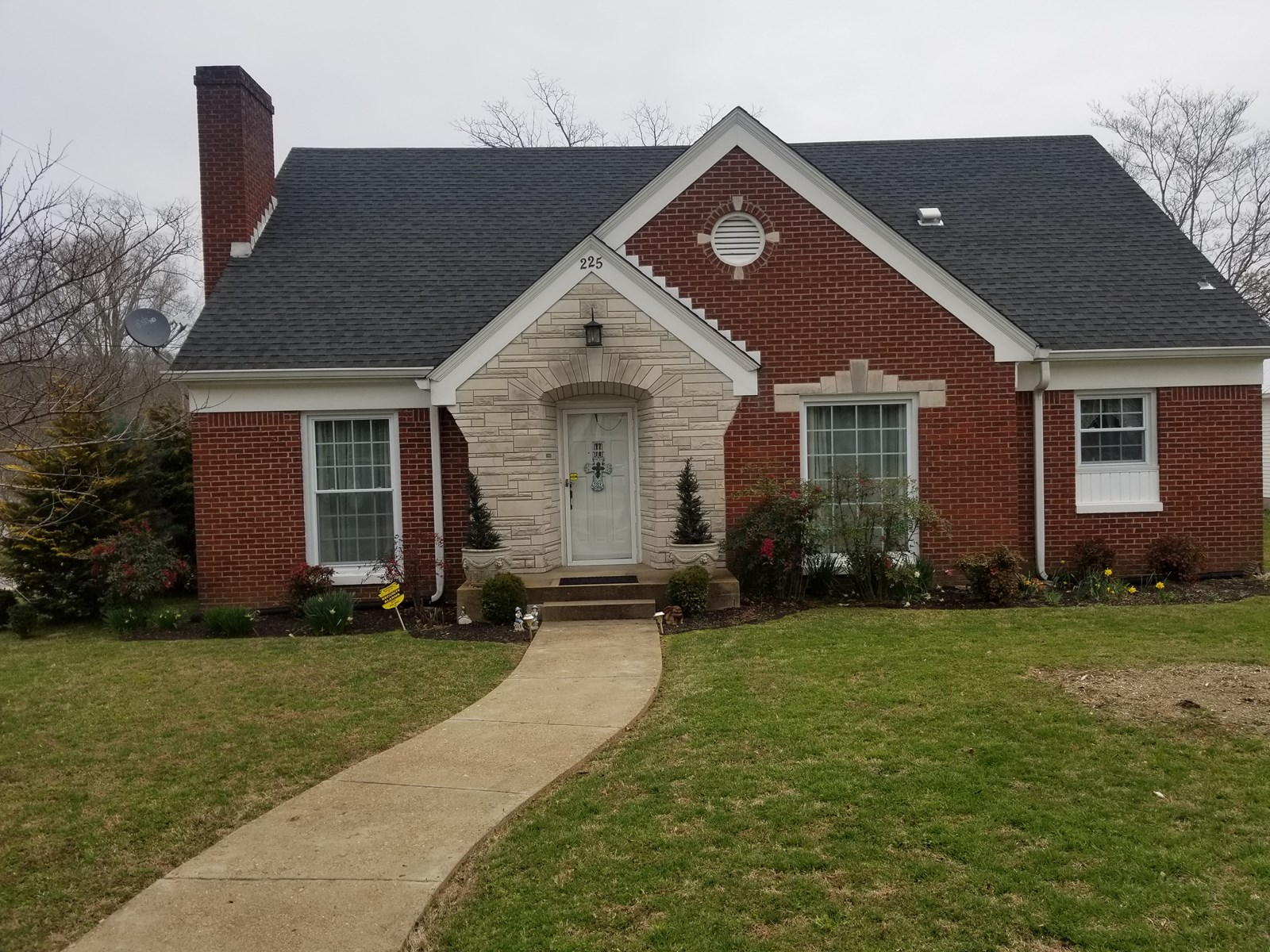 WAYNESBORO TN HOME FOR SALE 3 BEDROOM 2.5 BATH 2 STORY BRICK