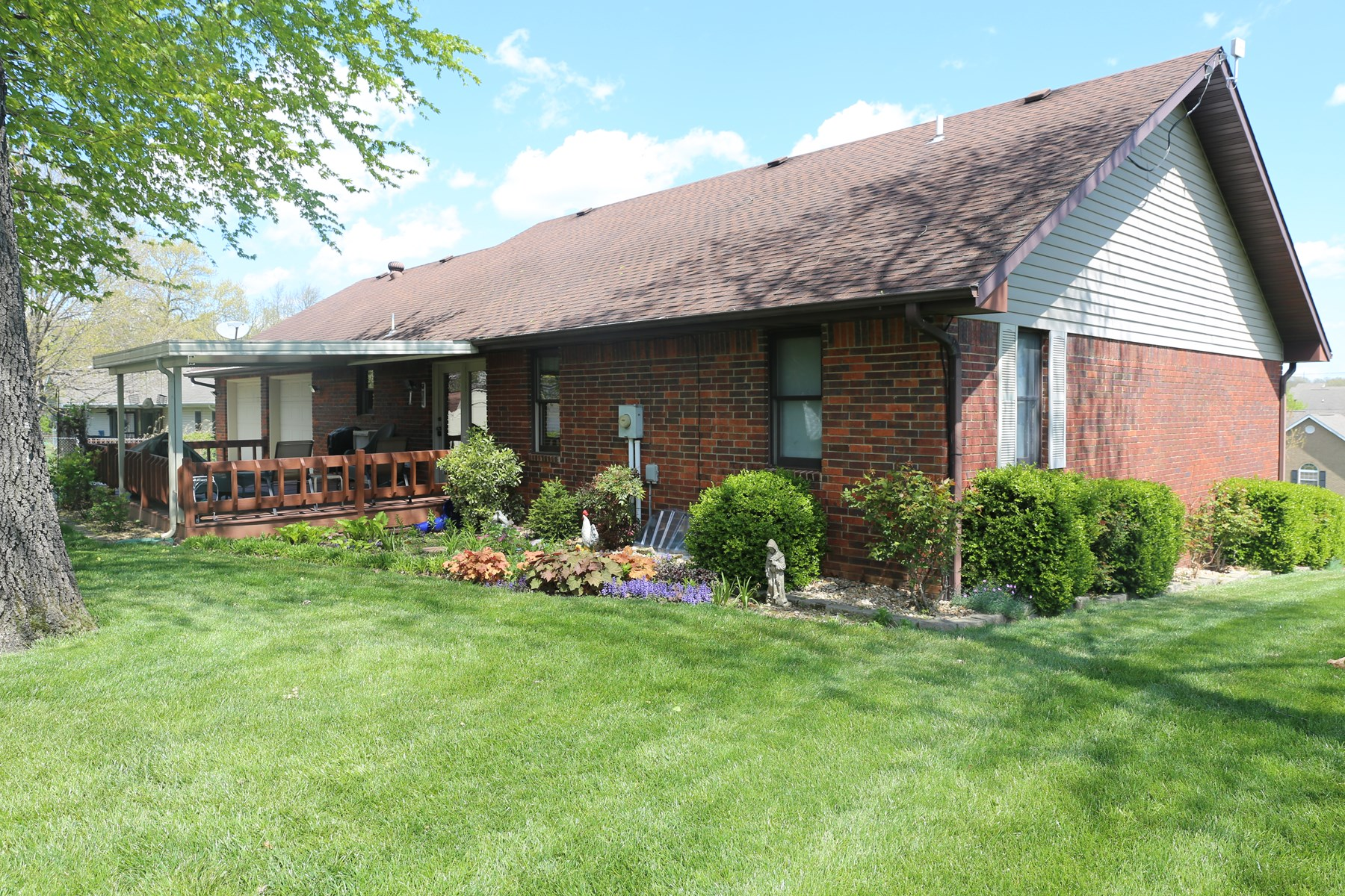Lovely Brick Home in Knowles Subdivision of West Plains MO