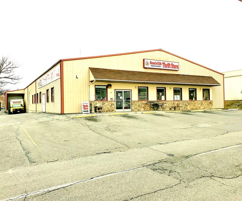 Commercial Retail Building For Sale in Crossville, TN
