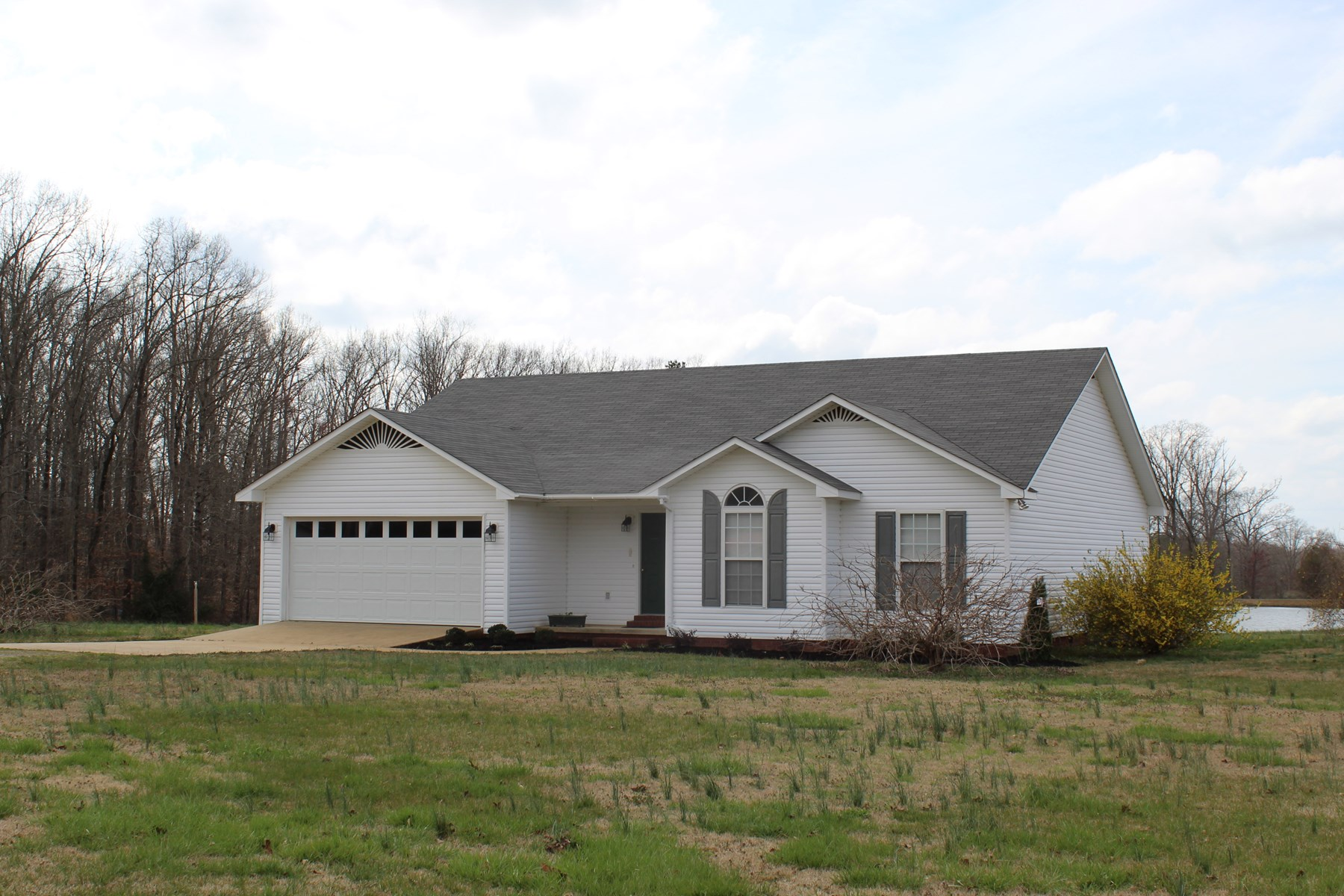 HOME FOR SALE IN SAVANNAH, TN WITH WATER VIEW