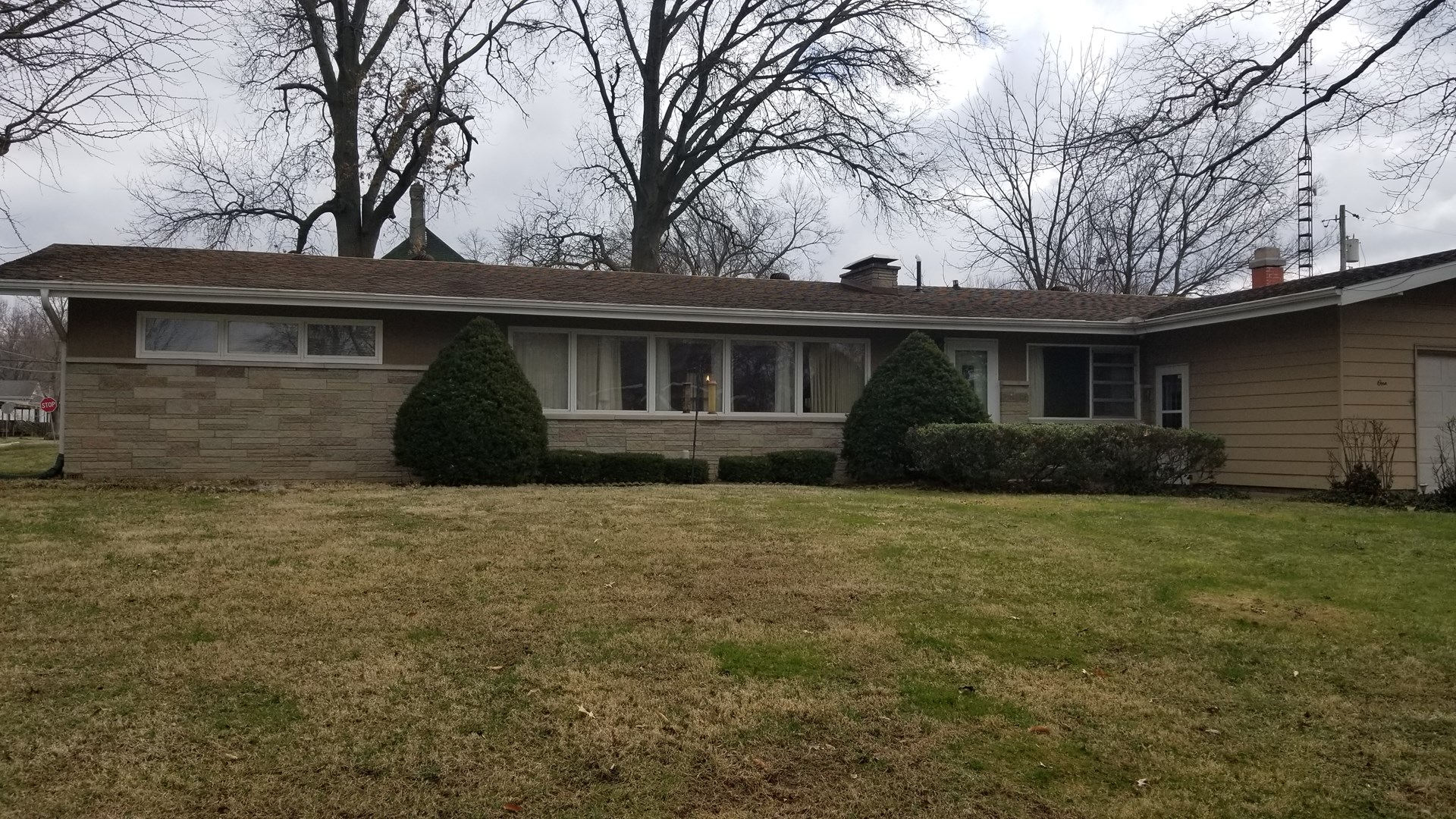 Carlinville 4 Bedroom Ranch, Sunroom, Nice Location, Shed