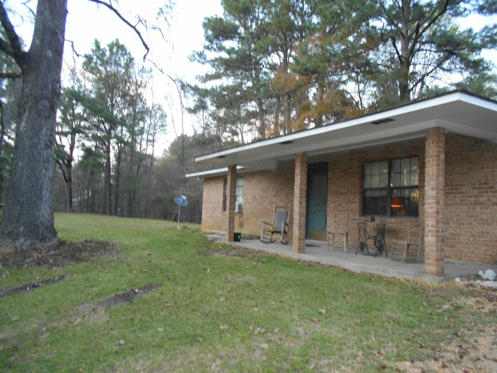 Ranch Style Home with 2.6 Acres Franklin County Mississippi