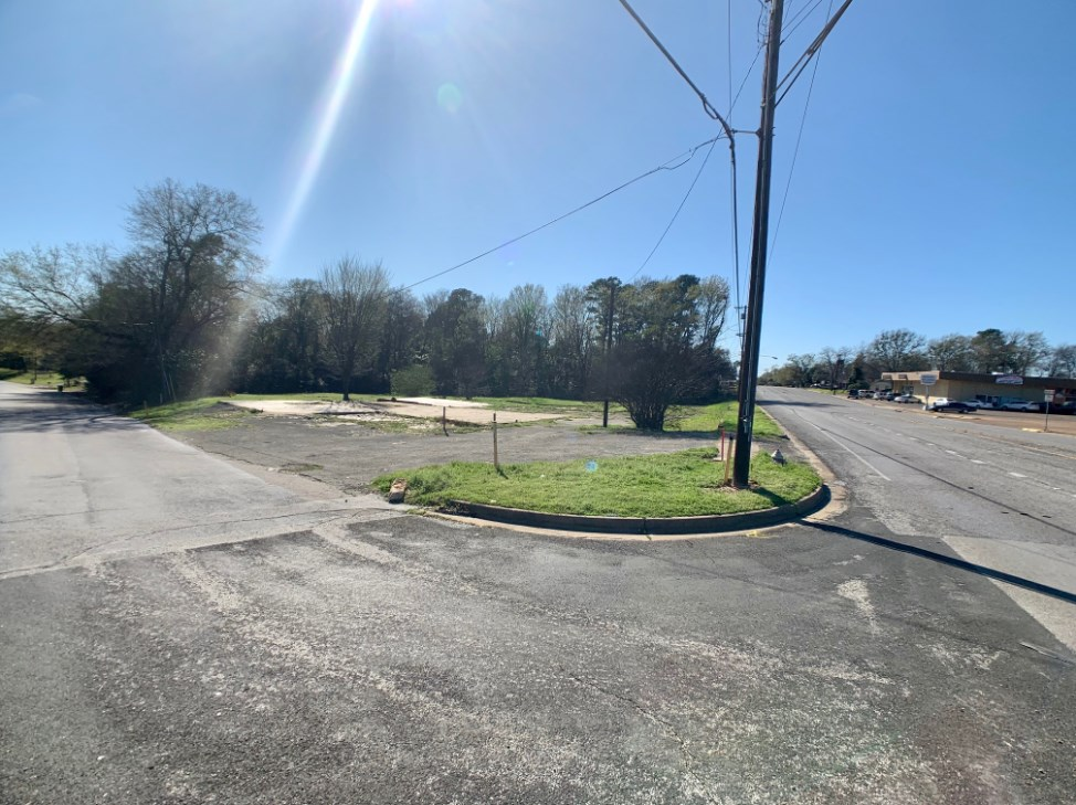 CORNER LOT CLOSE TO LOOP 323 FOR SALE 1.9 AC