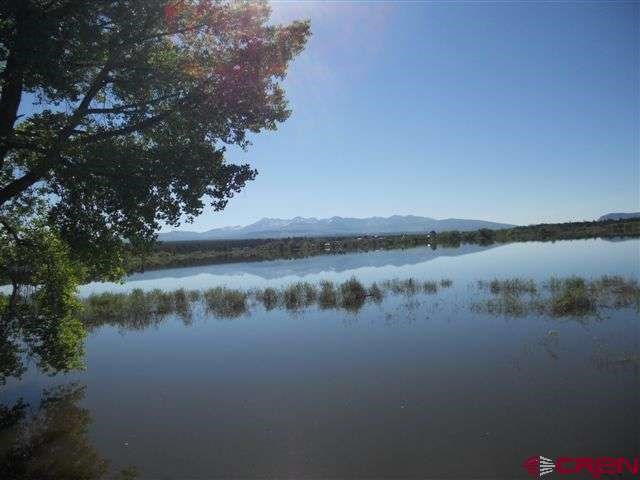 Lakefront property with no covenants for sale in Colorado!