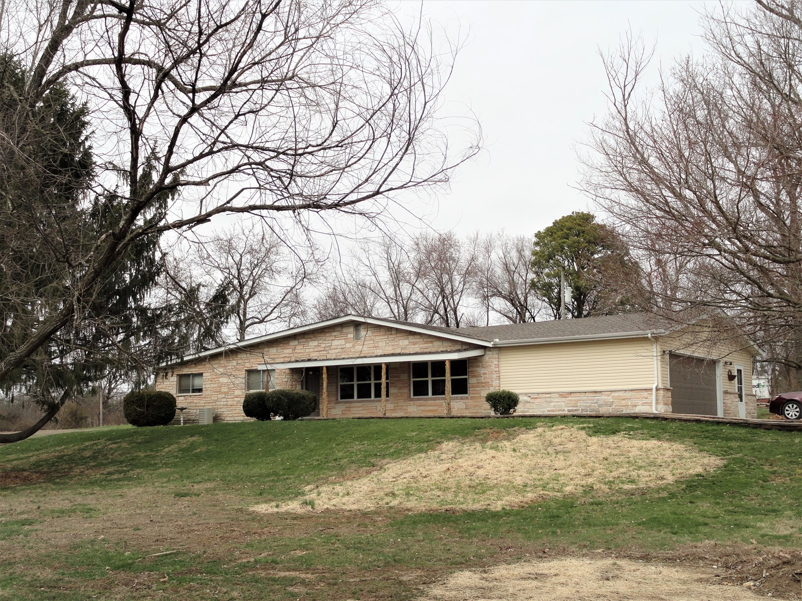 Updated Ranch Home outside of Salem