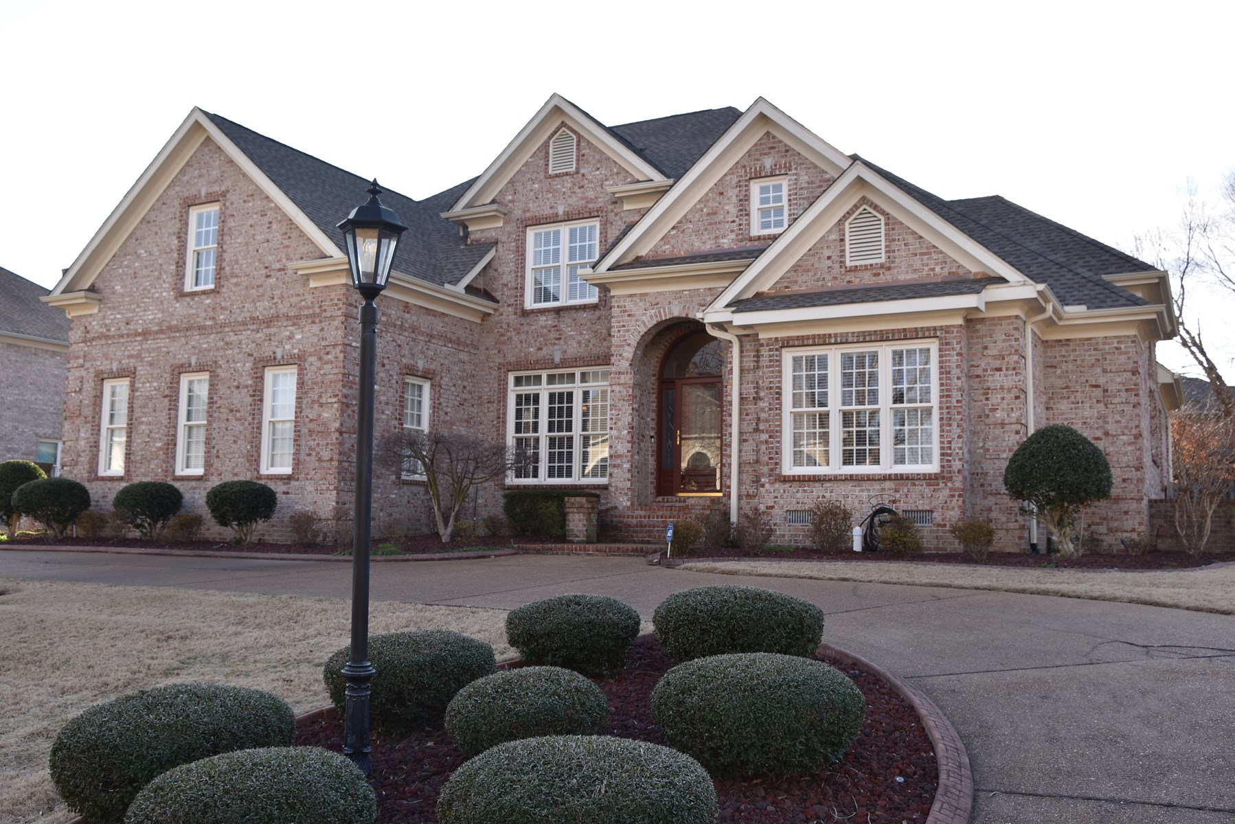 5 BR 3 BA Beautiful Brick with 2 Story & Outdoor Kitchen