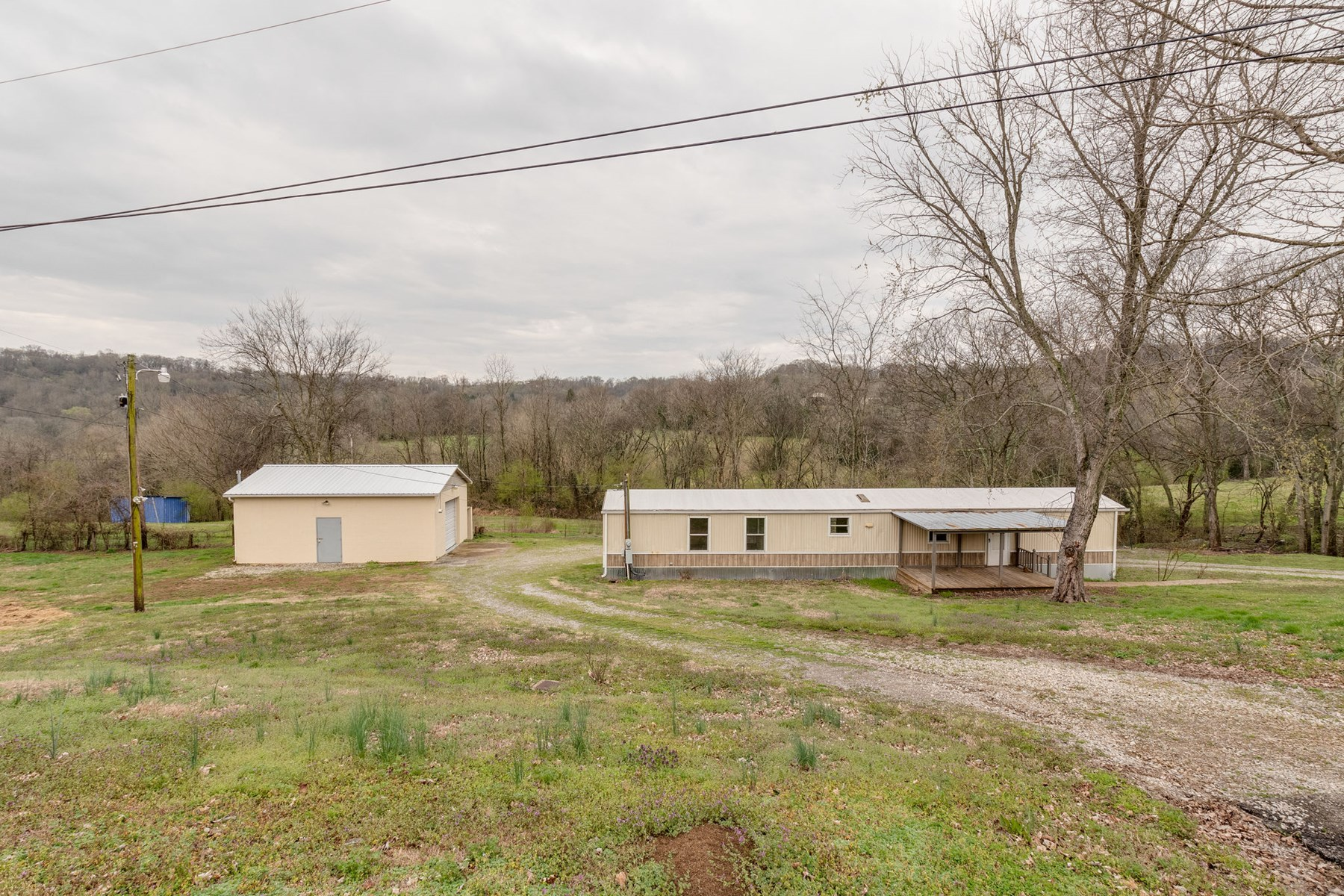 Home for Sale on Country Setting, in Columbia, Tennessee