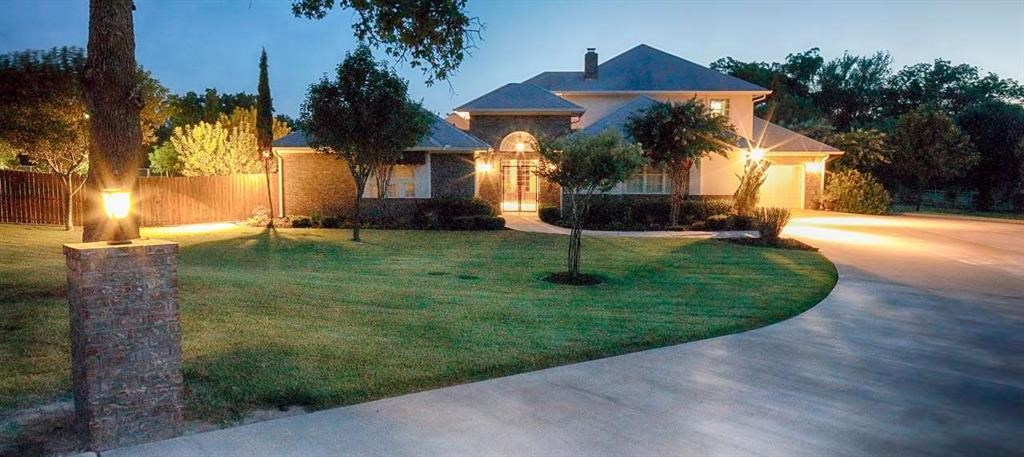 Luxurious Home with Guest House and Professional Kennel TX