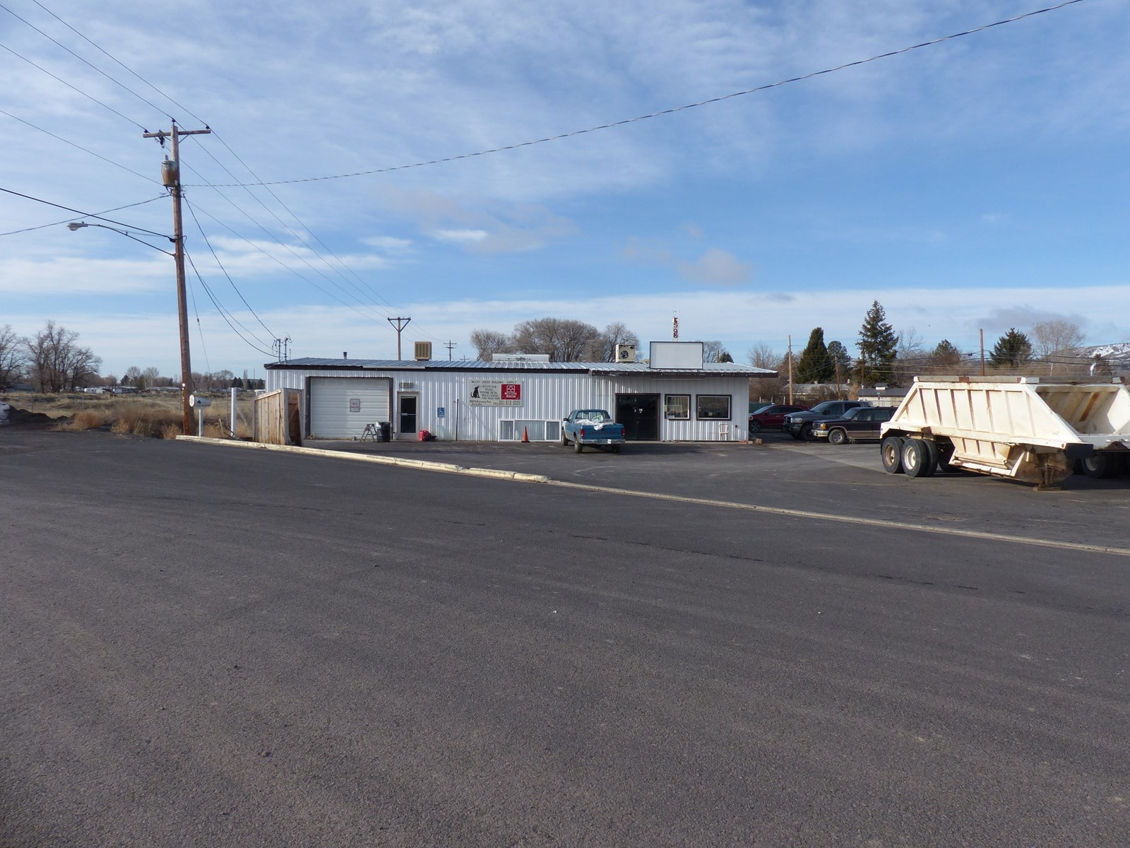 LARGE COMMERCIAL BUILDING FOR SALE IN BURNS OR
