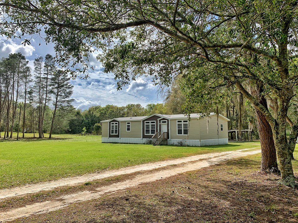 COUNTRY HOME FOR SALE - 5 ACRES TRENTON FLORIDA