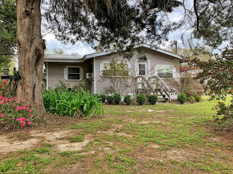 COUNTRY HOME FOR SALE ON 6 ACRES TRENTON FLORIDA