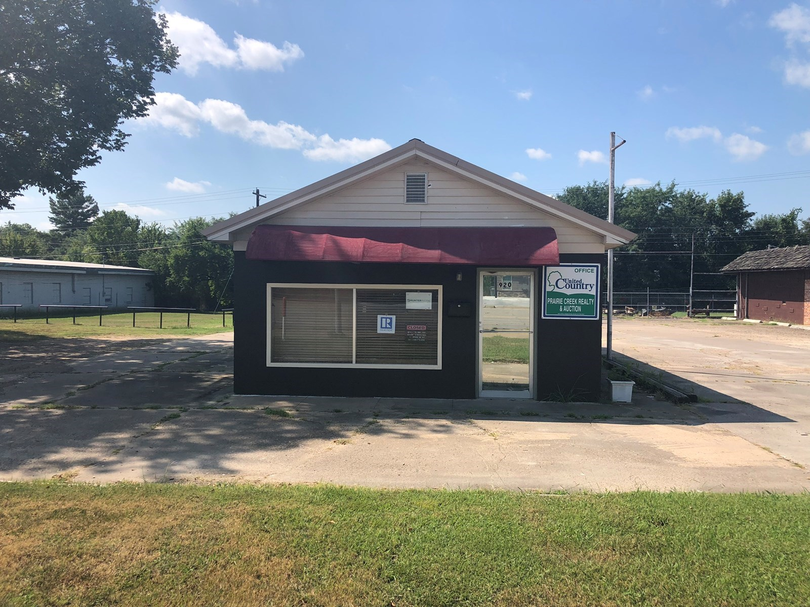 FOR SALE COMMERCIAL BUILDING IN SALLISAW OK
