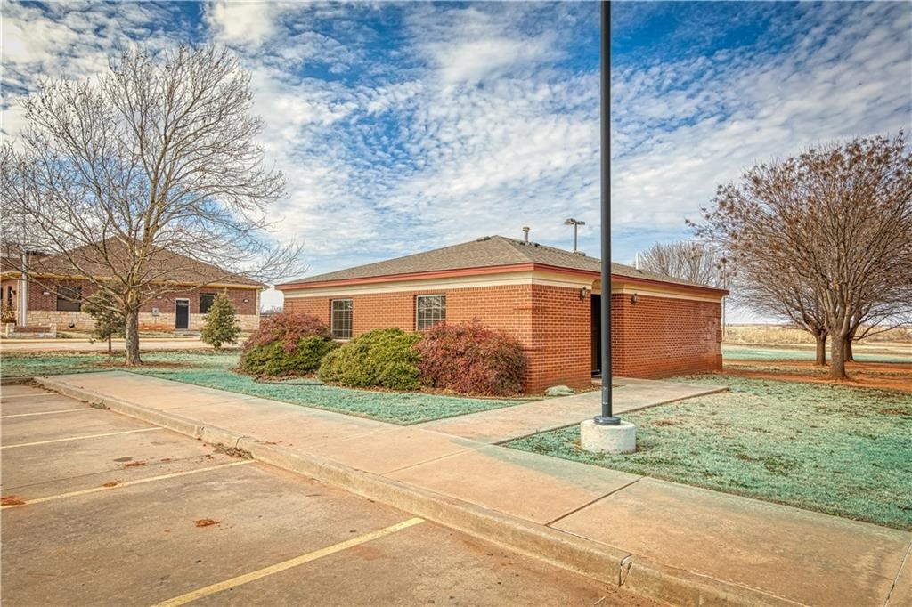 COMMERCIAL PROPERTY FOR SALE IN SAYRE, OK