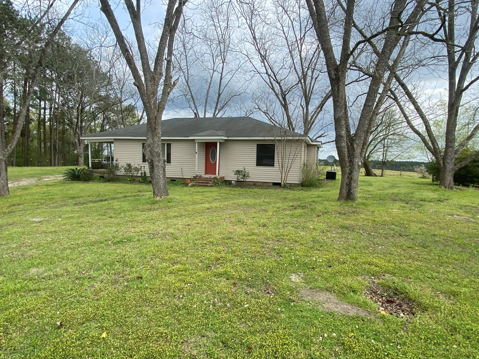 3 bedroom, 2 bath home on Dozier Hwy