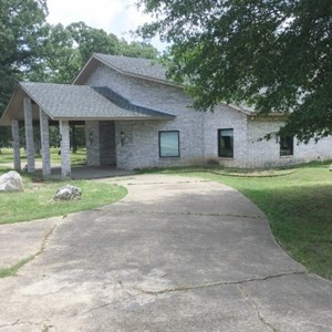 EXOTIC HUNTING RANCH WITH LODGE IN BOWIE COUNTY, TEXAS