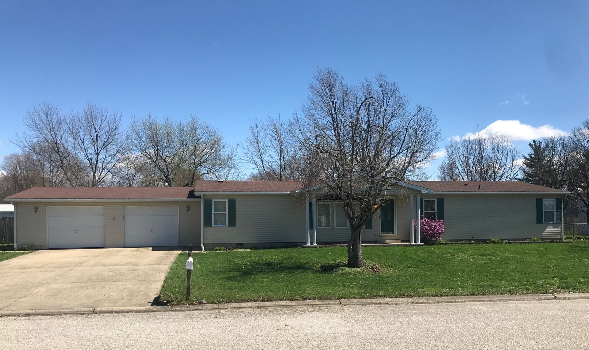 Spacious 3 Bedroom, 2 Bath Family Home, Robinson, IL