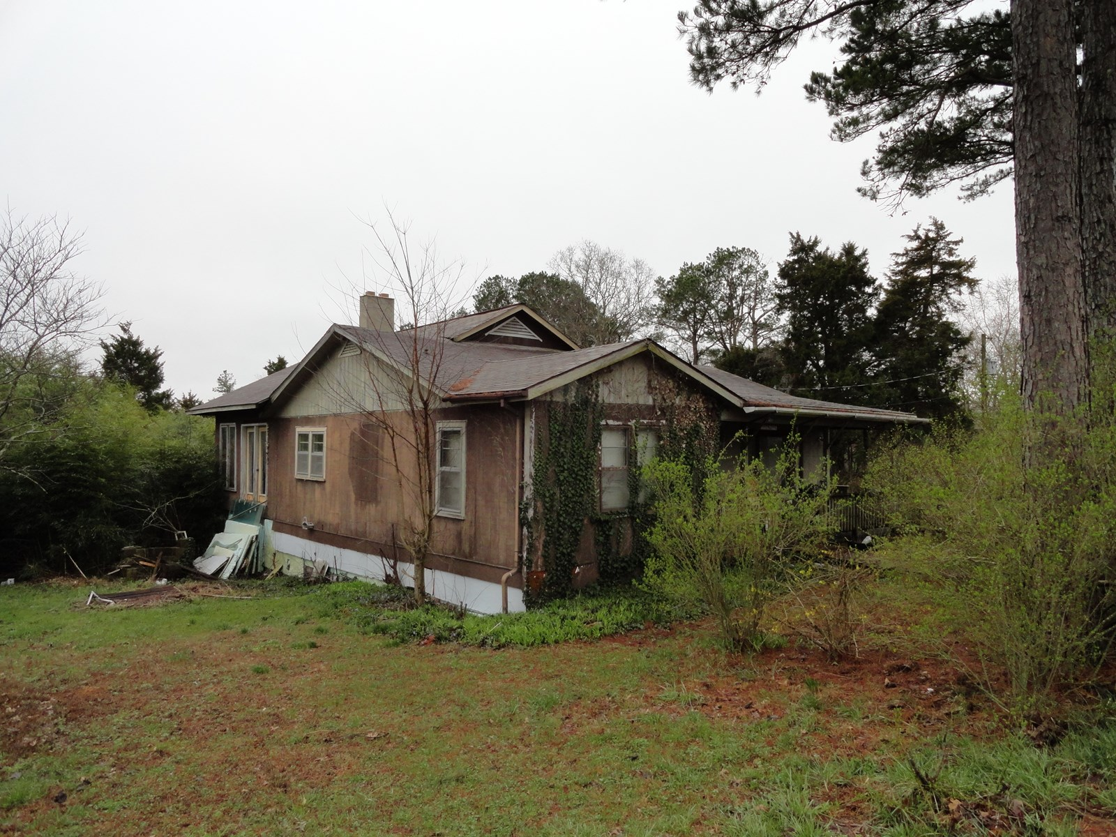 Fixer Upper on 3.2 acres outside Salem