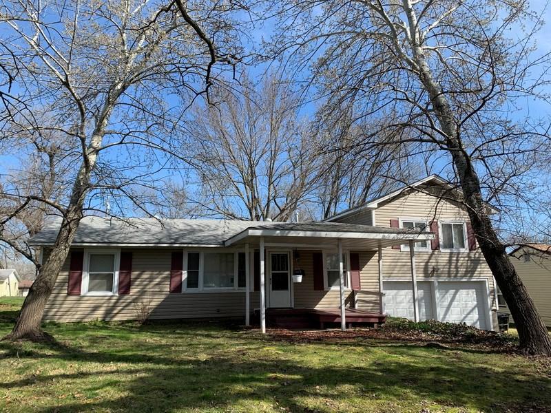 Home For Sale in El Dorado Springs, MO