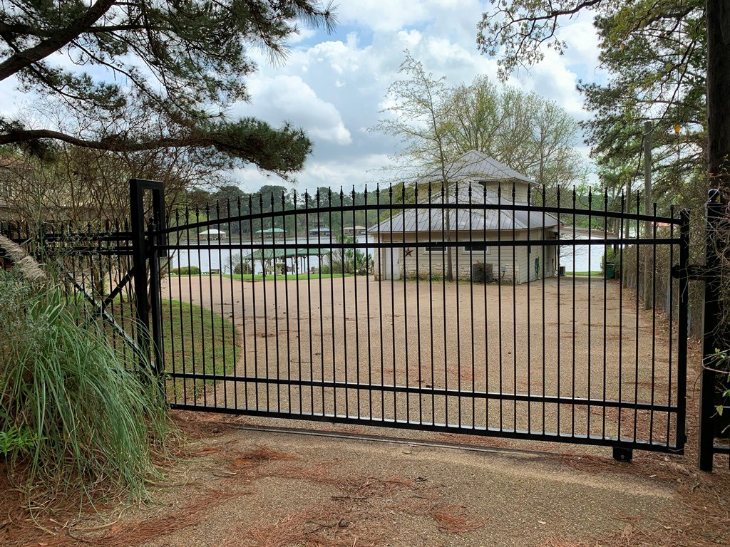 GATED, TWO-HOME, WATERFRONT PROPERTY ON LAKE PALESTINE