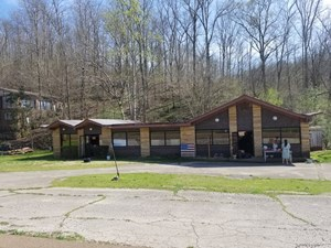 TN COMMERCIAL BUILDING - HOME FOR SALE PRIME LOCATION HWY 64