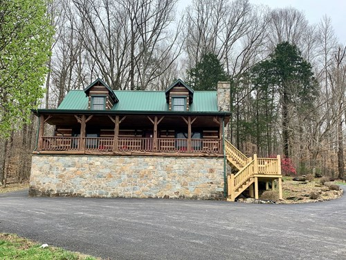 Log Home for Sale in Burkesville, KY