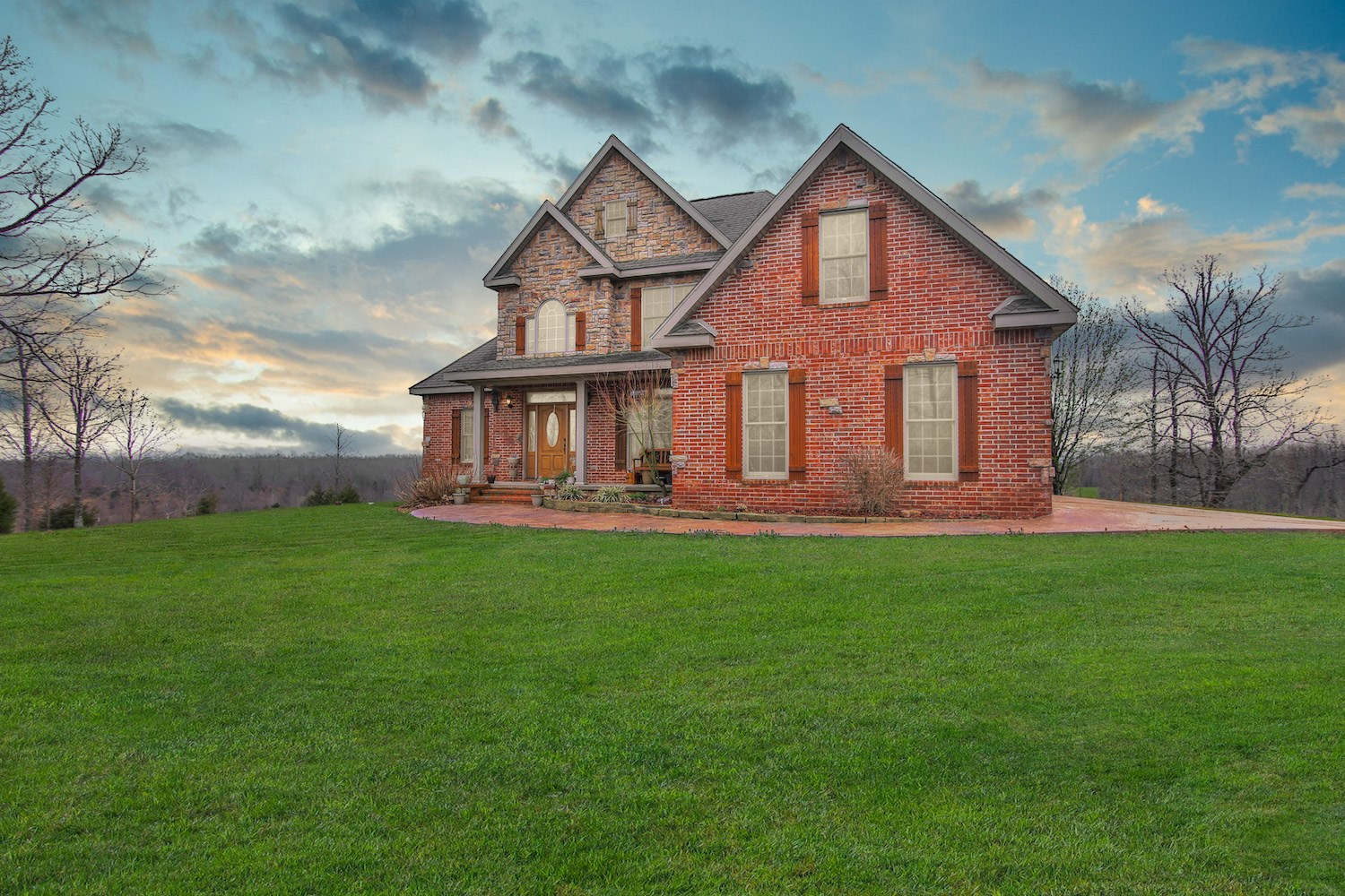 Luxury Country Home for Sale with Acreage in the Ozarks