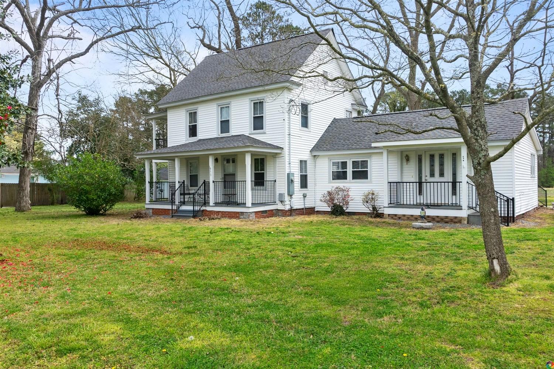 Historic 3 Bedroom, 2 Bath Farm House