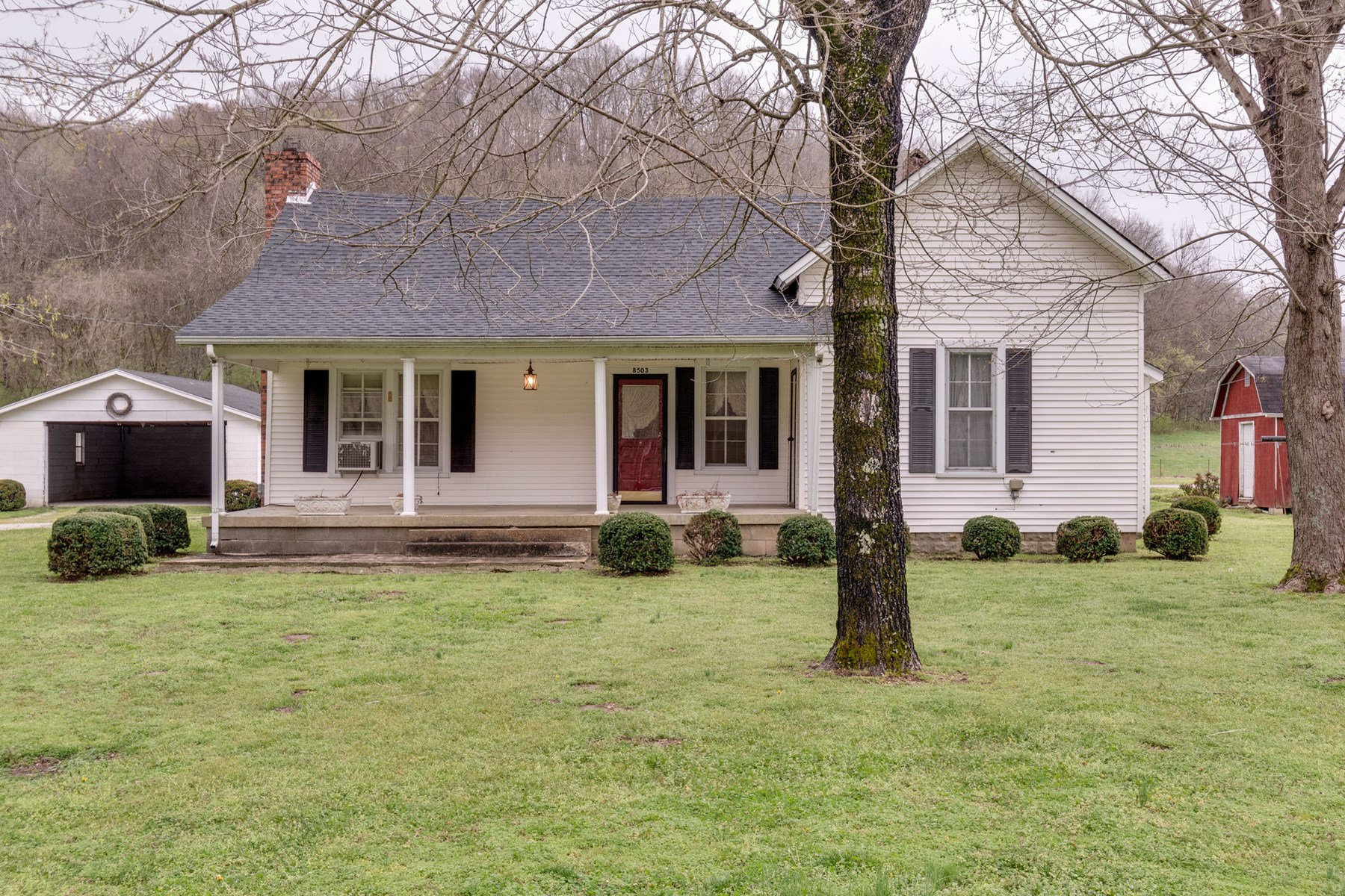 Farmhouse with Acreage for Sale in Mount Pleasant, Tennessee