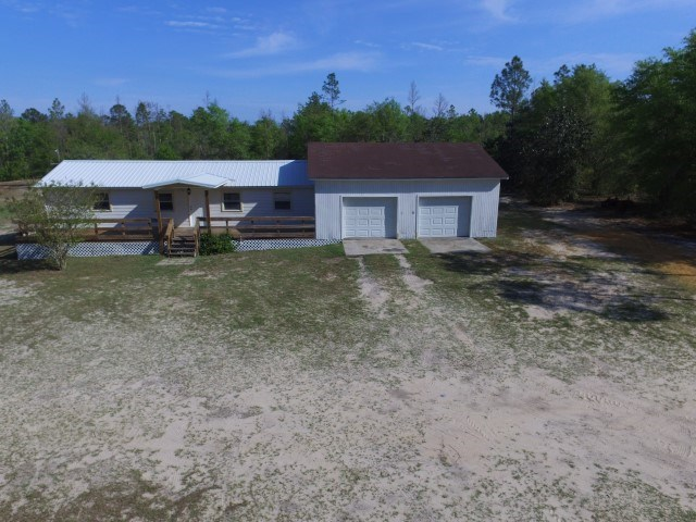 Cute Little Country Home on 9 acres in Hosford FL
