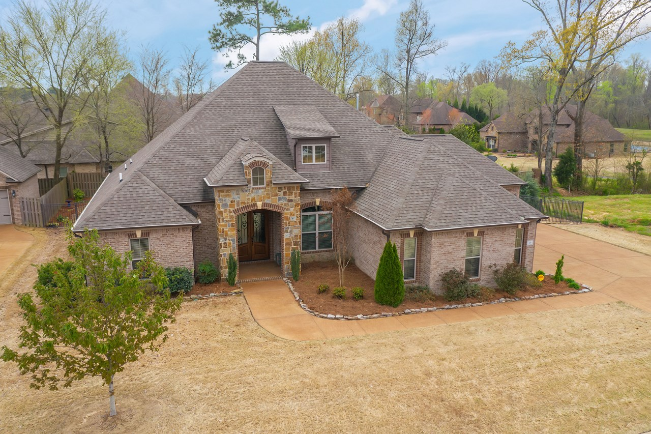Great Home in Northpointe Lake with Lake & Walking Trail