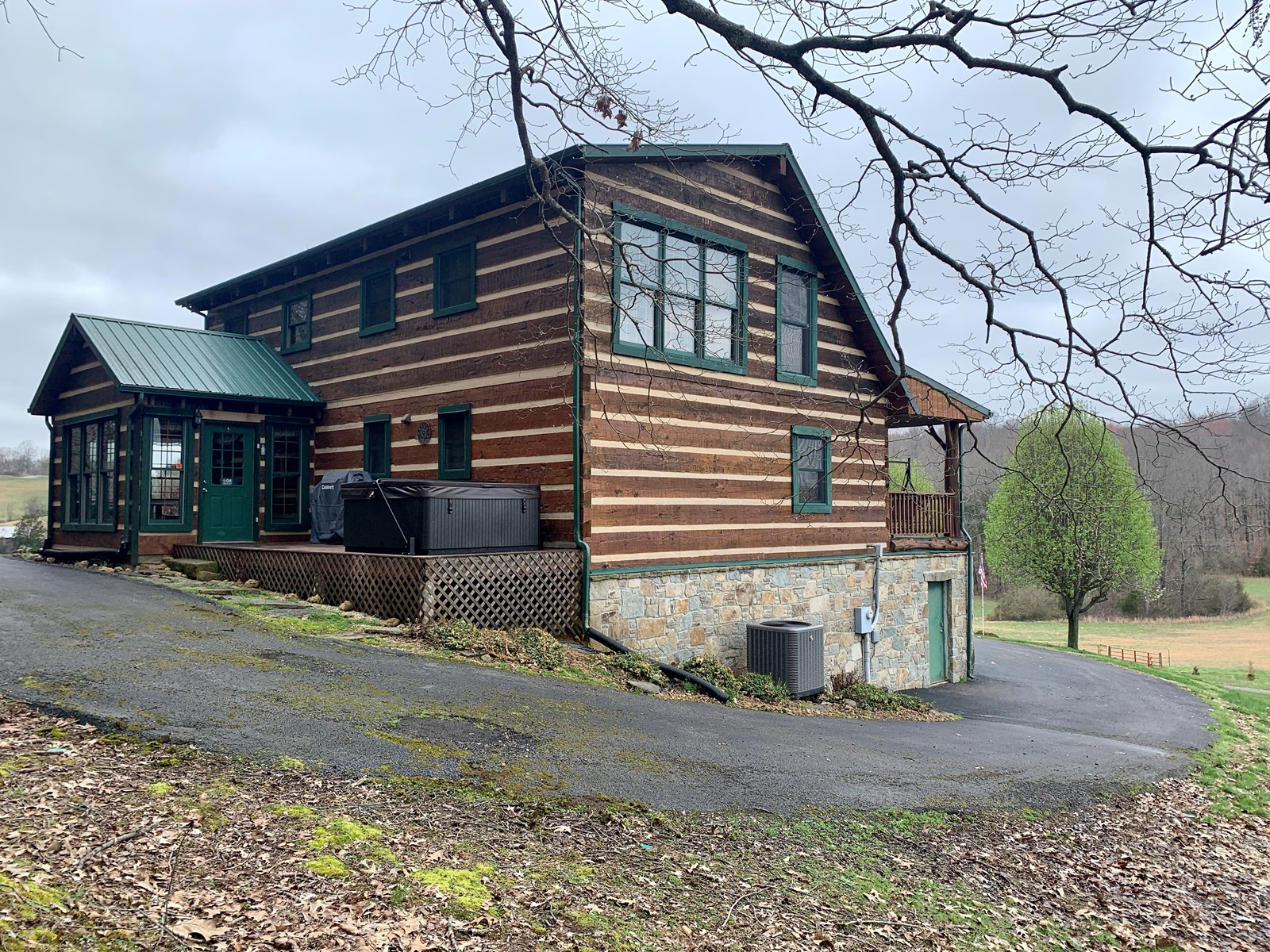 Log Home for Sale in Kentucky