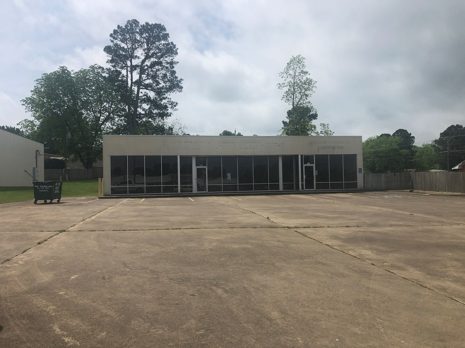 COMMERCIAL BUILDING, 4200 Sq ft ON MAIN ST. IN IDABEL, SE OK