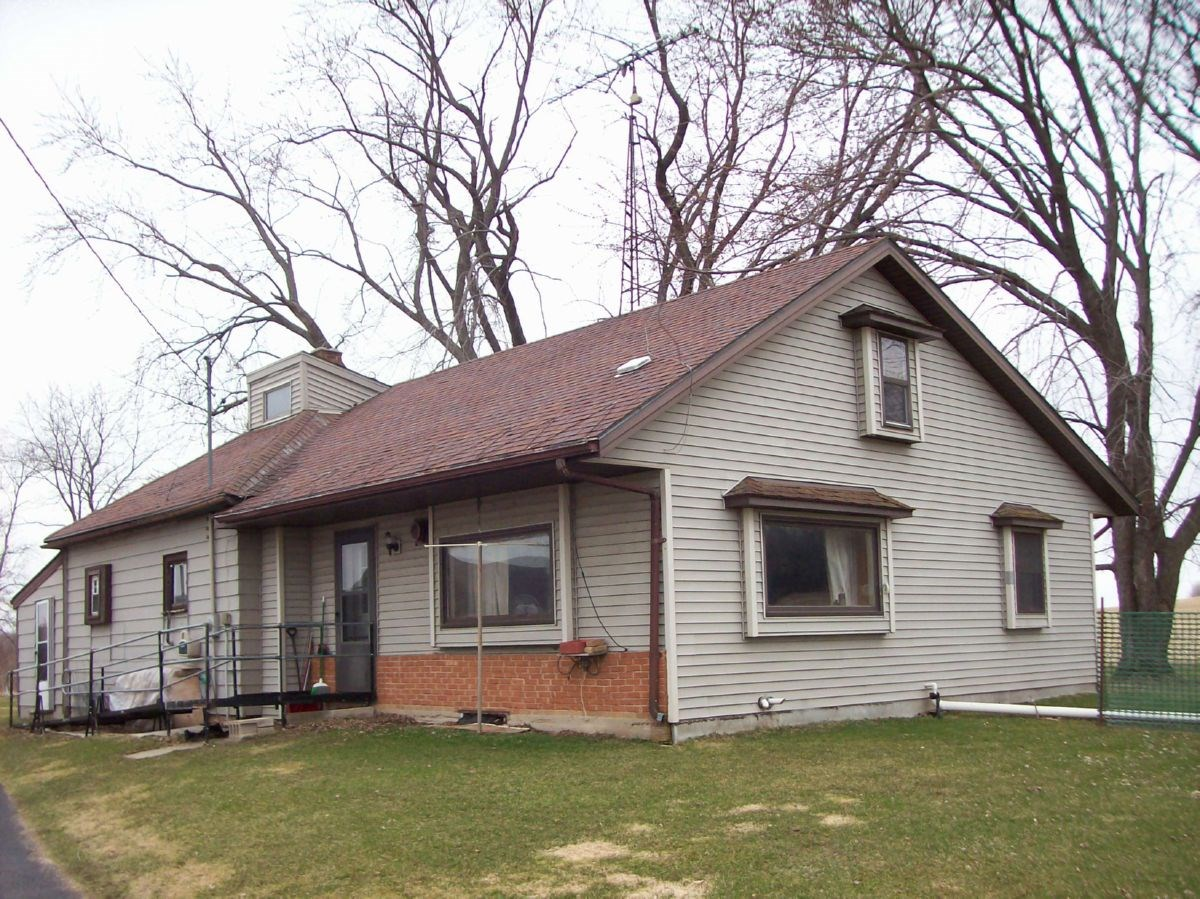 Country Home in Green Lake County For Sale