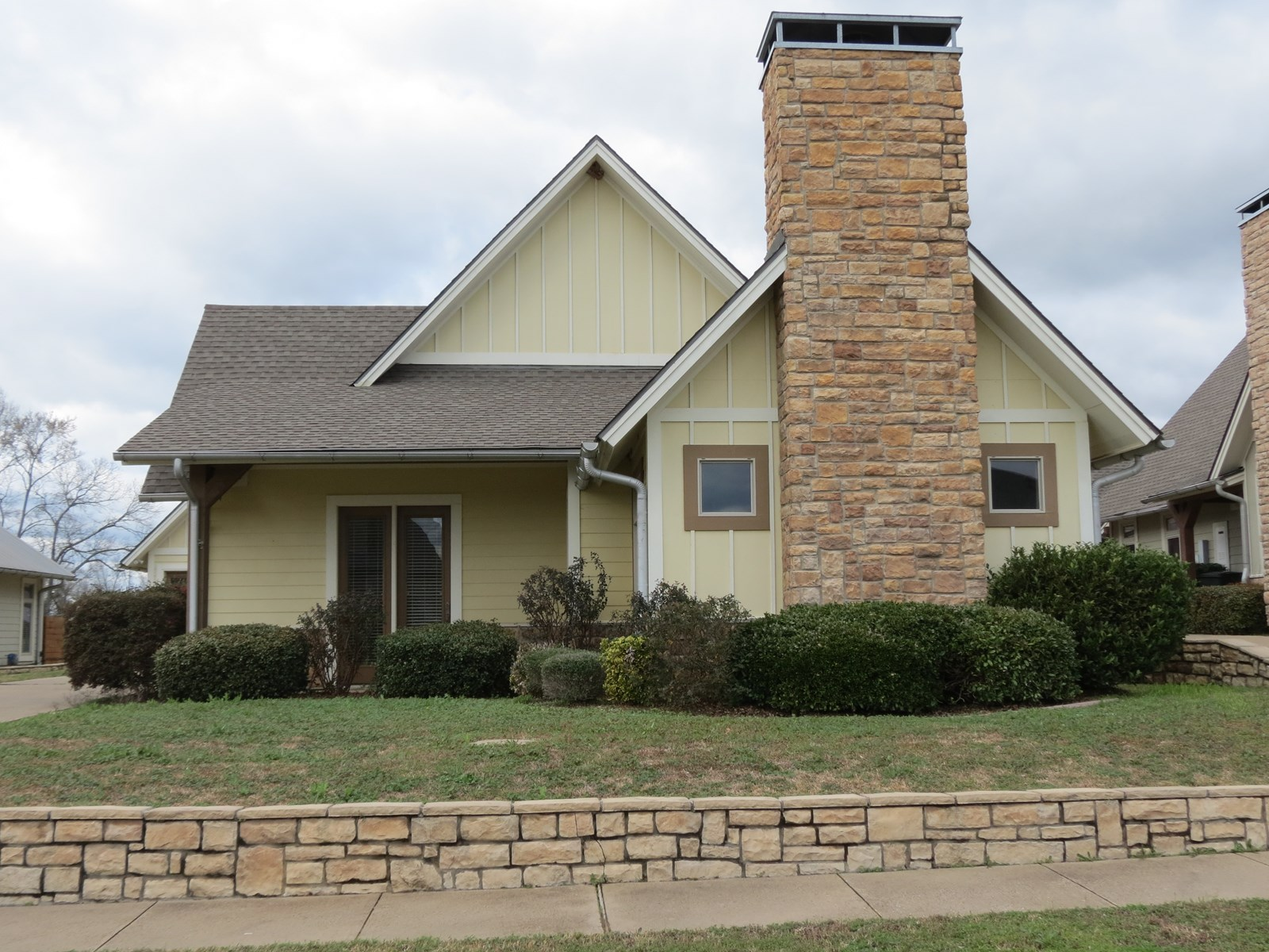 BEAUTIFUL COUNTRY HOME IN GARDEN VALLEY ADDITION 3/2/2