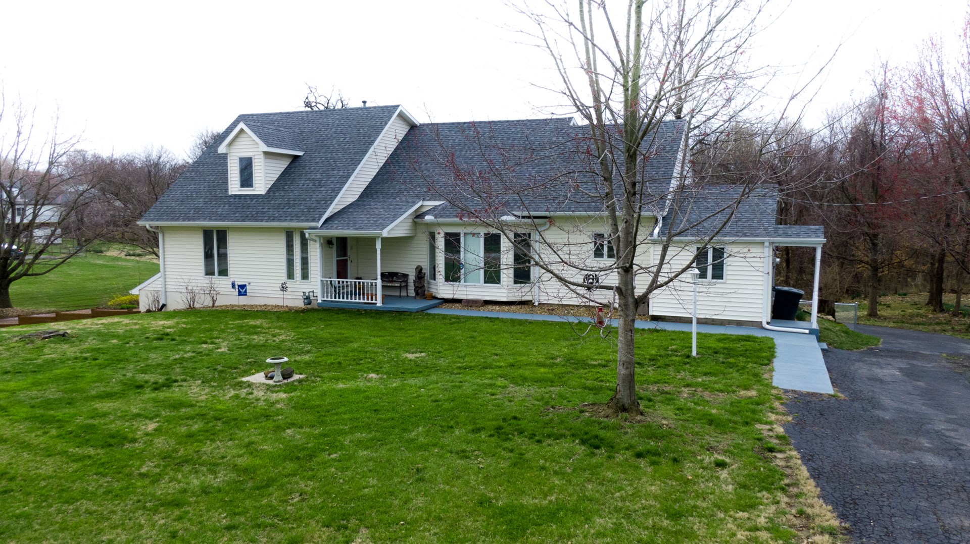 Home with 1.24 Acres in Warrensburg, Mo