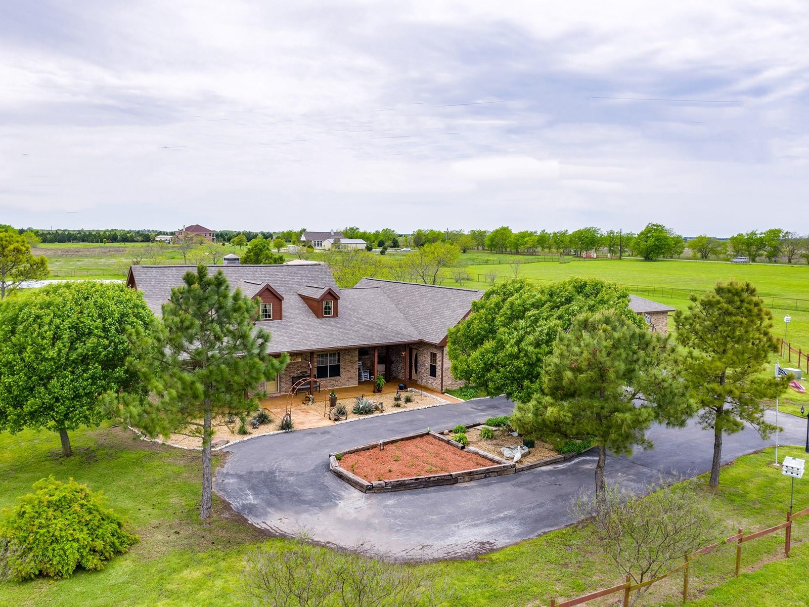 NORTH TEXAS COUNTRY HOME FOR SALE IN TERRELL, TEXAS